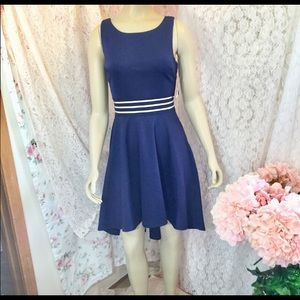 Dresses & Skirts - Blue fitted dress that poofs in the back